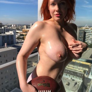 Maitland Ward Nude And Rubbing The Tits With Oil