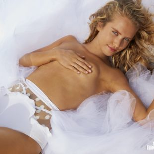 Sailor Brinkley Cook Nude And Sexy For Sports Illustrated Swimsuit Issue 2018