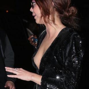 Sarah Hyland Nipple Slip Moment