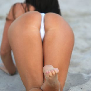 Claudia Romani Topless And Flaunting Her Gorgeous Booty