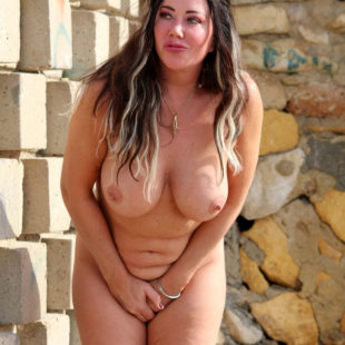 Lisa Appleton Nude And Covering Her Pussy
