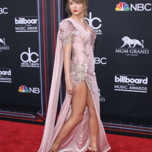Pin by Swiftie Mitch on Paparazzi Photos(Lover/Rep
