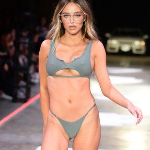 Delilah Belle Hamlin Slim Body In Sexy Underwear