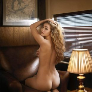 Gigi Hadid Poses Naked And Showing Off Tanned body In Bikini