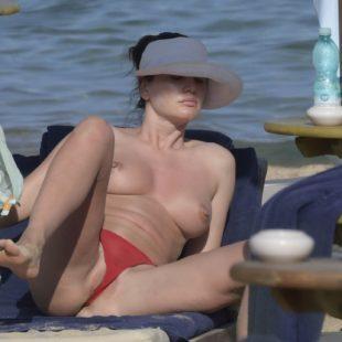 Bleona Qereti Flashing Her Tits And Pussy While Sunbathing On A Beach