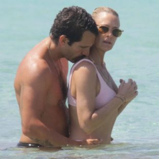 Robin Wright Shows Tender Feelings For The Husband On A Beach