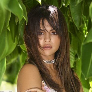 Selena Gomez Posing Sexy For ELLE Magazine