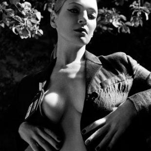 Uma Thurman Sexy Photoshoot For Love Magazine