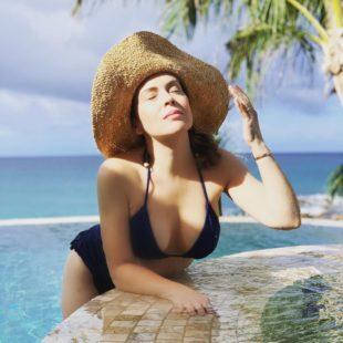 Alyssa Milano Posing In Sexy Bikini On Vacation