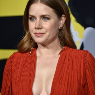Amy Adams Shows Off Her Great Cleavage