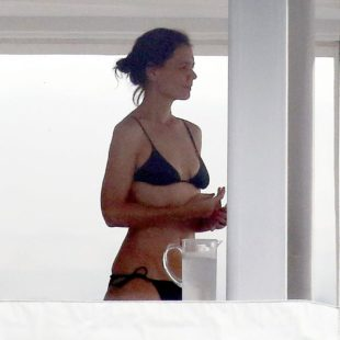 Hollywood Star Katie Holmes Caught In Bikini On A Yacht