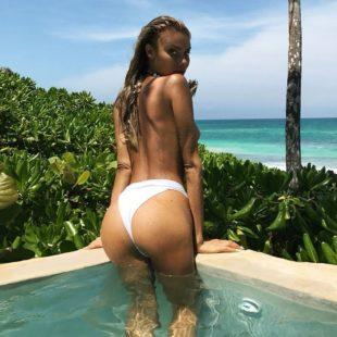 Sahara Ray Revealing Her Gorgeous Butt