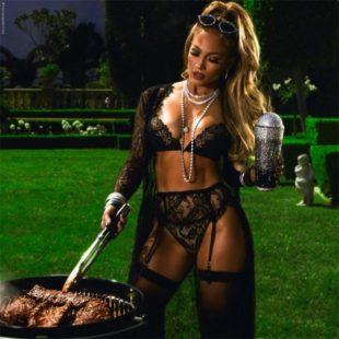 Jennifer Lopez In Lacy Lingerie