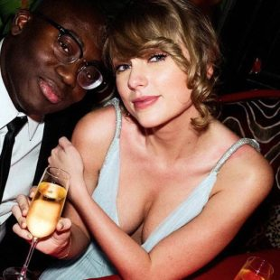 Taylor Swift Amazing Cleavage Photos