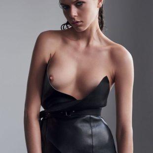Hot Model Georgia Fowler Exposing Her Amazing Bare Tits