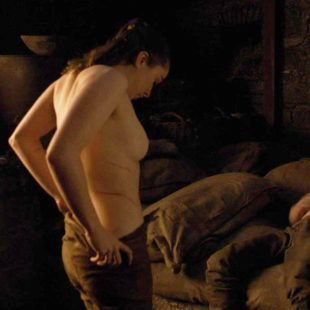 Maisie Williams Nude & Sexy In Game of Thrones 2019