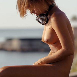 Celebrity Model Marisa Papen Nude & Sexy Shots