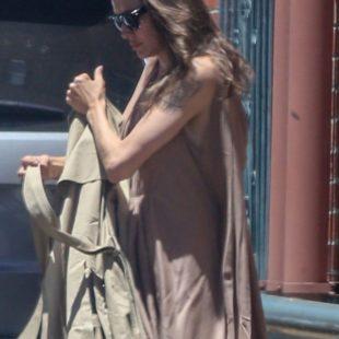 Angelina Jolie Paparazzi Pokies Candide Photos