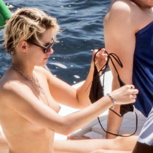 Kristen Stewart Caught By Paparazzi Topless And Bikini