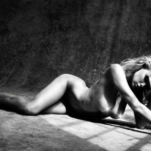 Charlotte McKinney All Nude Photoshoot