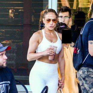 Jennifer Lopez Shows Little Cameltoe