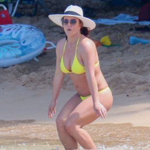 Britney Spears Paparazzi Yellow Bikini Beach Photos