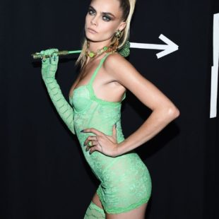Cara Delevingne Nude And Sexy Lacy Lingerie Pics