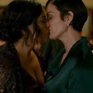 Carrie Anne Moss Nude And Sexy Photos