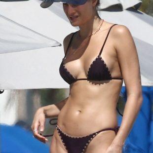 Isabeli Fontana Sexy Bikini Beach Photos