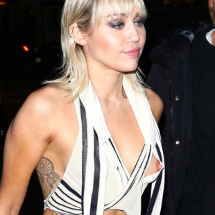 Miley Cyrus Oops Nipslip Photos